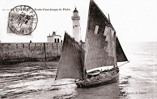 Barque etadier sortant du port