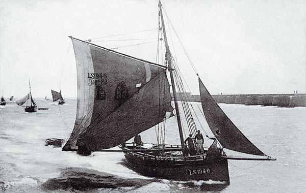 Bateaux anciens rentrant de pêche à Concarneau