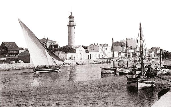 Bateau entrant au port Grau du Roi