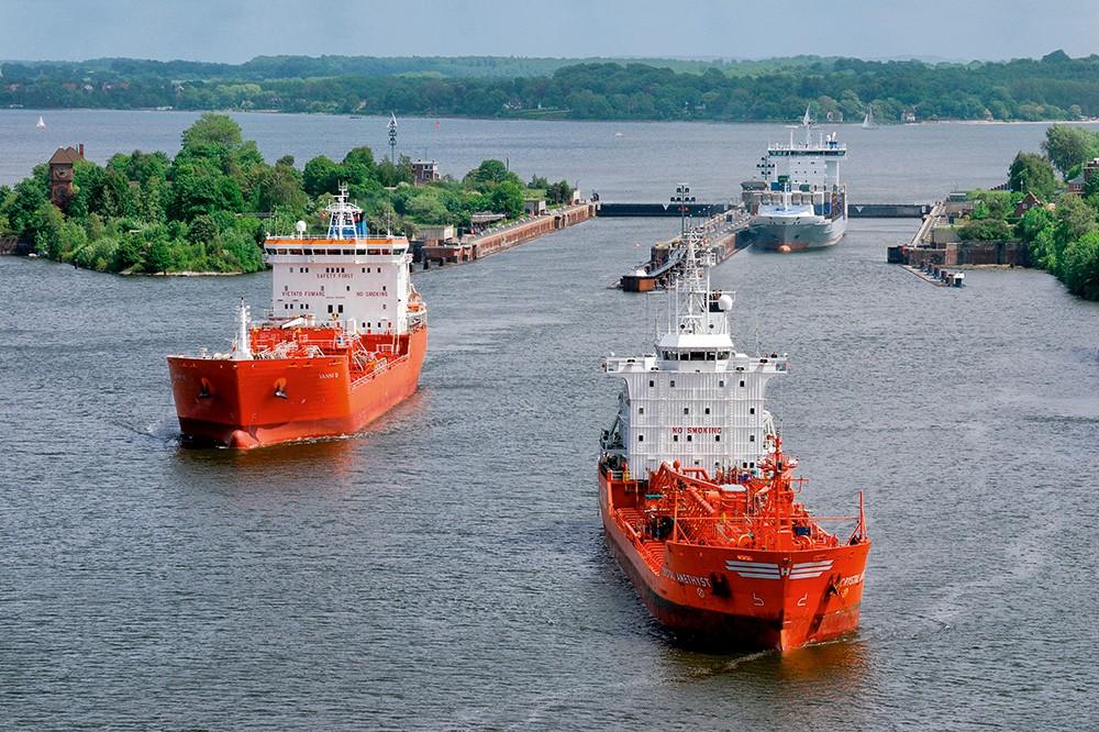 Tanker dans le canal de Kiel