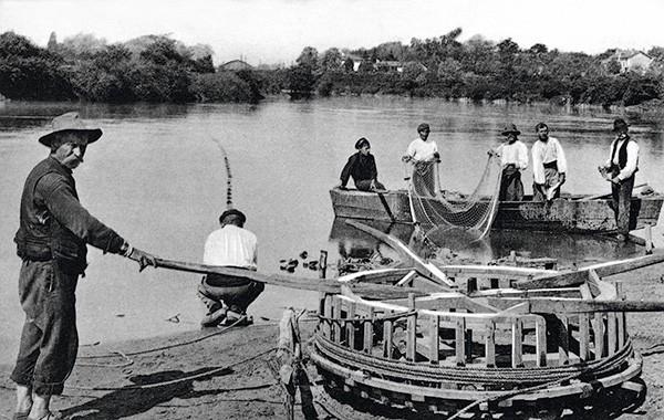 L'équipage embarque et nettoie un filet