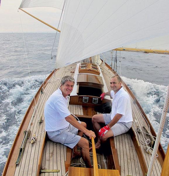 Yves Carcelle (à gauche) et Gregory Ryan à bord de Runa IV.