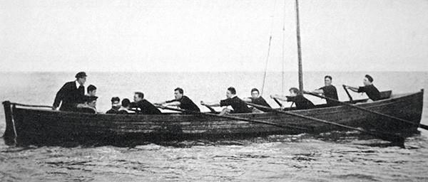 Les scouts marins à bord d'une ancienne baleinière