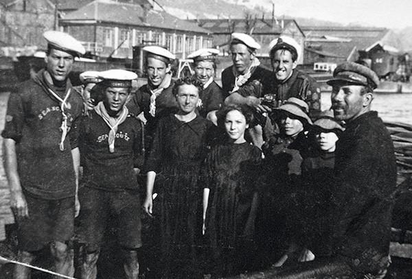 Scoots marins avec une famille de mariniers, 1921