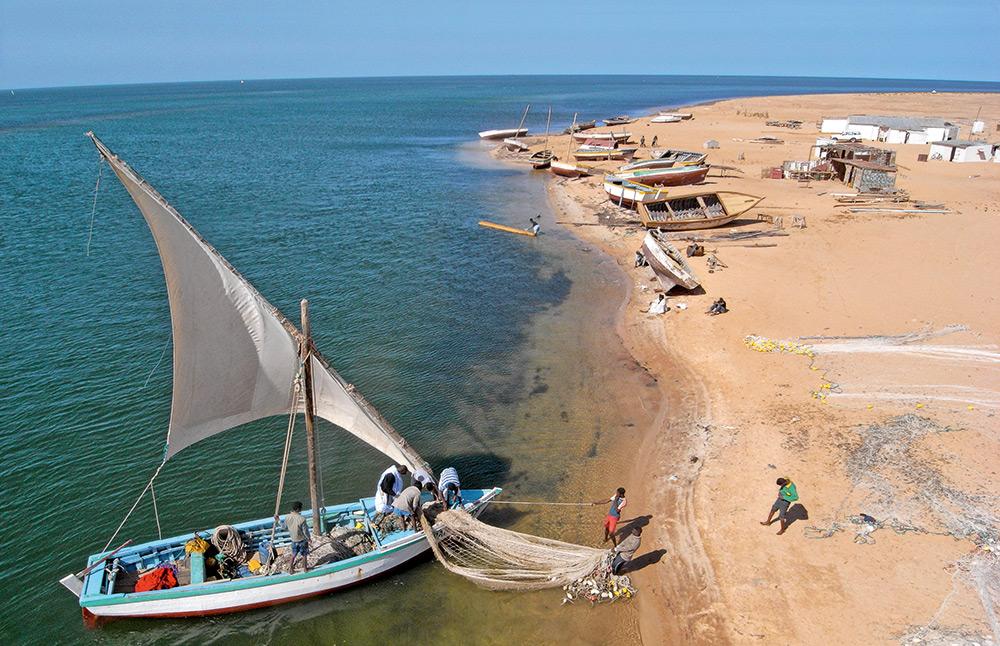 Vue de haut d'un bateau de pêche Mauritanie