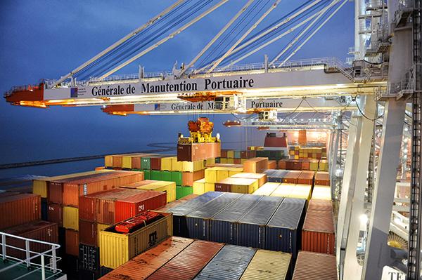 Manutention de conteneurs port du Havre