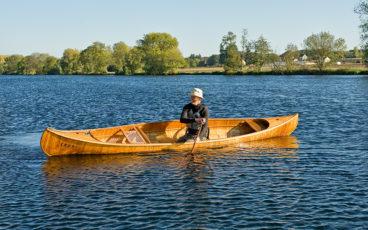 canoe en navigation sur rivière