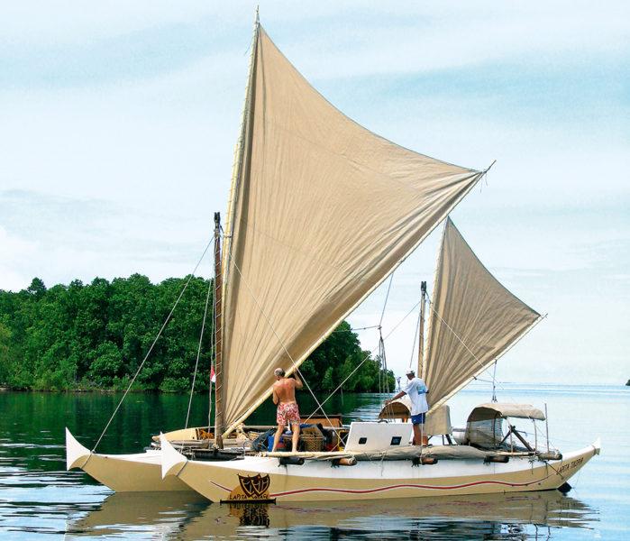 bateau multicoque sous voile