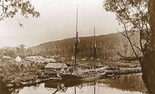 photo ancienne bateau à quai