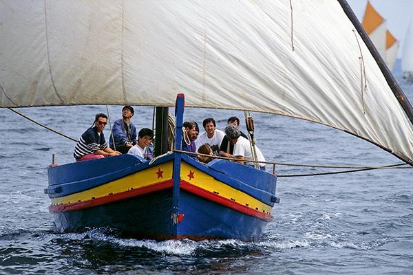 bateau à voile sous le vent