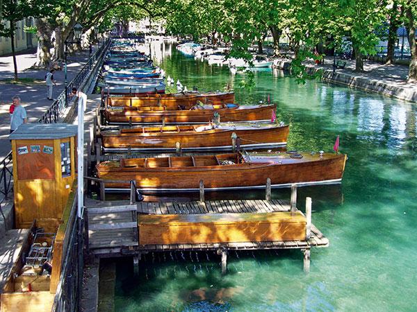 bateau en bois ponton