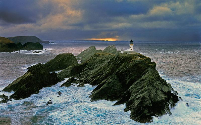 phare sur rocher