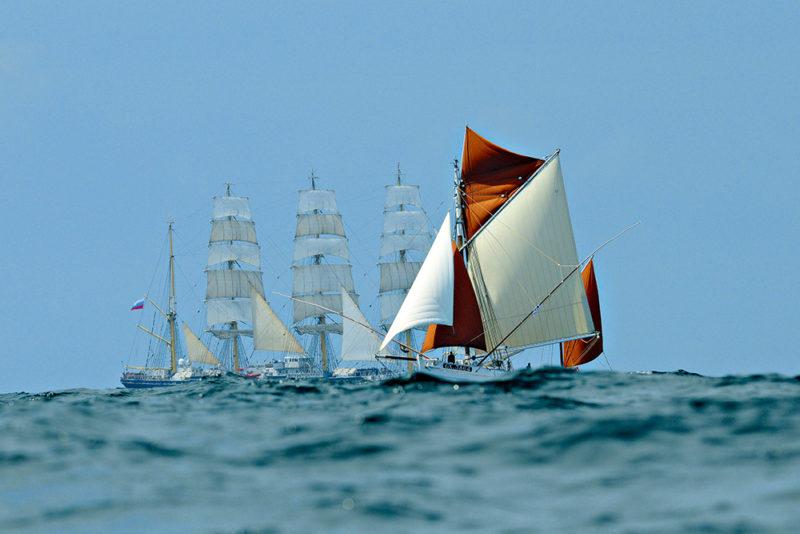 Deux voiliers en mer