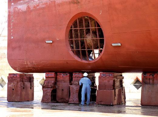 Forme de radoub, Mettre un cargo à sec, Réparations cargos