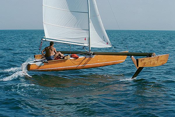 Eric tabarly test bateau à foil