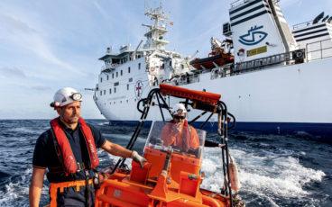 navire-hôpital, hôpital en mer, pêcheur blessé