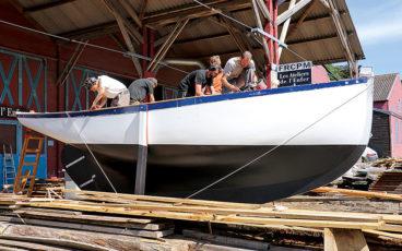 Les Ateliers lancent un yacht et un ligneur