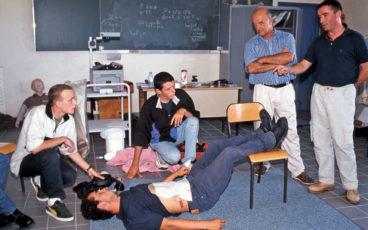 Au Guilvinec, le lycée maritime organise des cours de secourisme.