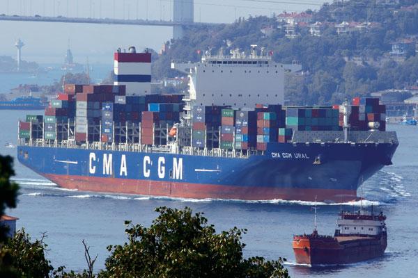 le cma cgm Ural dispose d'une capacité de 10622 équivalents vingt pieds.