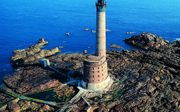 Phare Les Roches-Douvres