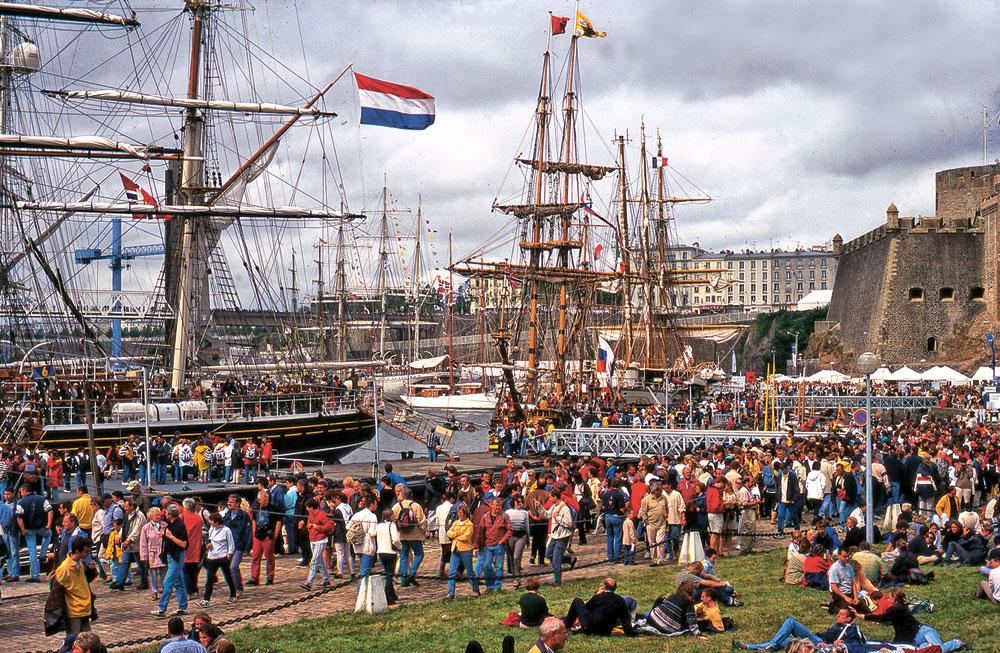 En 1992, l'invention des fêtes maritimes de Brest s'accompagne de l'ouverture de la Penfeld au public.