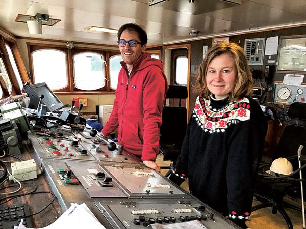 Yann Le Bellec et Sophie Galvagnon posent à la passerelle du Polarfront