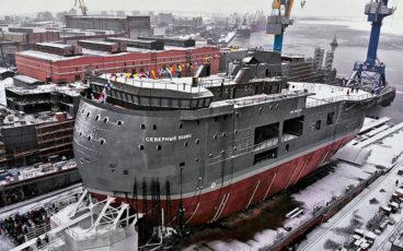 Une étrange et imposante coque a été lancée aux Chantiers de l'Amirauté de Saint-Pétersbourg
