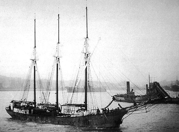 Oosterschelde entre à Cardiff, le 20mars 1922, avec un chargement de brai de Workington.