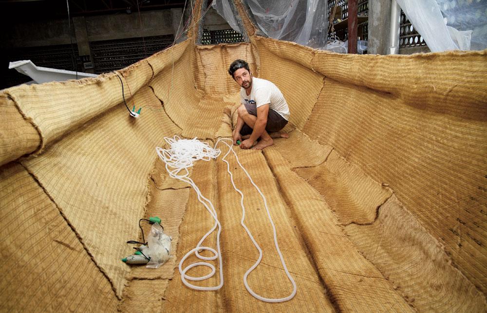 Inspiré des sampans bengalis, Gold of Bengal a vu le jour en 2012 grâce aux recherches du Jute Lab créé par Corentin de Chatelperron