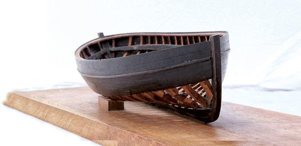 Avant le chantier, l'ami marin et maquettiste François Renault réalise un remarquable modèle de charpente du canot.