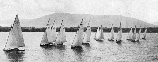 Du 23 au 29 juillet 1933, quarante yachts prennent le départ des régates de Genève par un temps superbe.